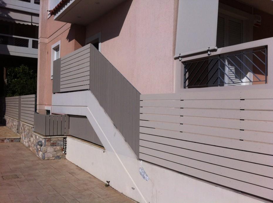 Κατασκευή περίφραξης στην είσοδο κατοικίας